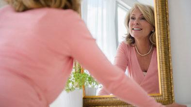 1140-woman-admiring-herself-in-mirror-esp.imgcache.rev3b03c7404e55a873650a122718d38e24