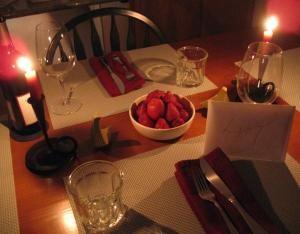 img_como_decorar_la_casa_para_una_cena_romantica_10690_300
